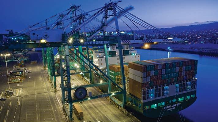 Contenedores de carga en el Puerto de Los Ángeles