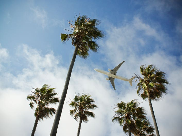 Airplane Near LAX | Photo: Dustin Volo, Flickr