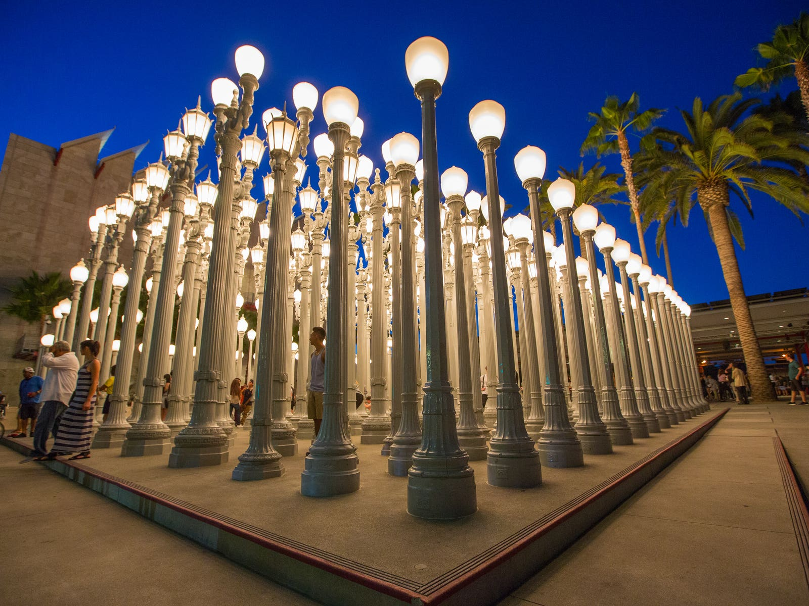 "Chris Burden ""Urban Light"" (2008) at LACMA"