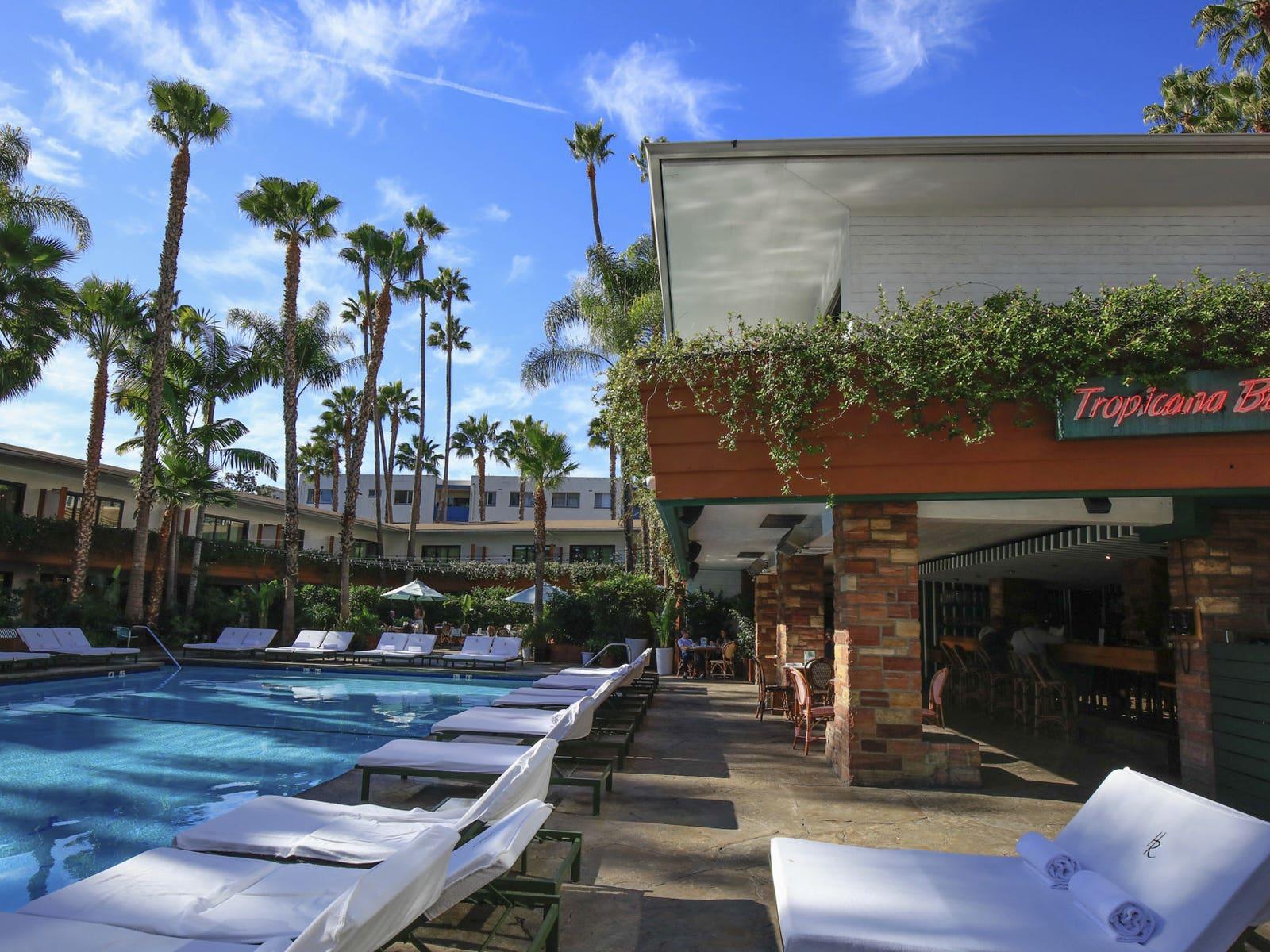 Roosevelt Hotel Pool   |  Photo:  Yuri Hasegawa