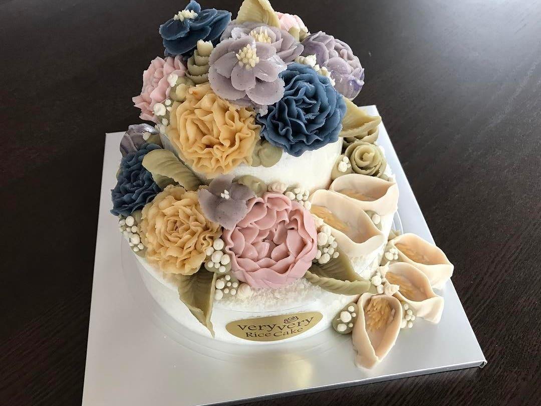 Birthday cake | Instagram by @veryveryricecakestudio