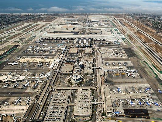 Vista Aerea de LAX hacia el oeste