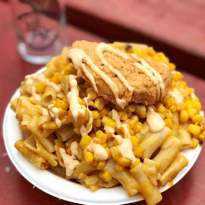 Fried chickun with gluten-free mac & cheese