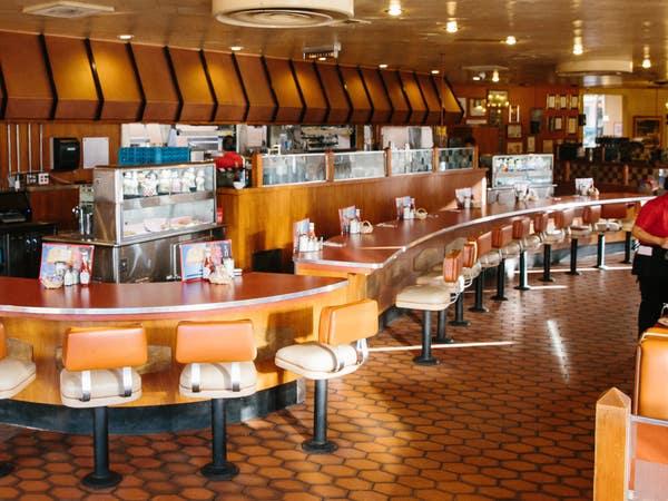 Dining room at Bob's Big Boy in Burbank
