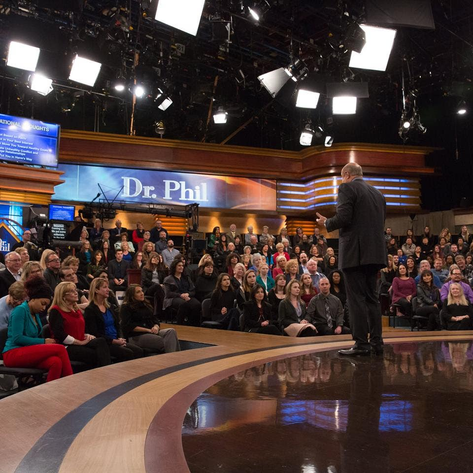Dr. Phil chats with the studio audience | Photo: Dr. Phil, Facebook