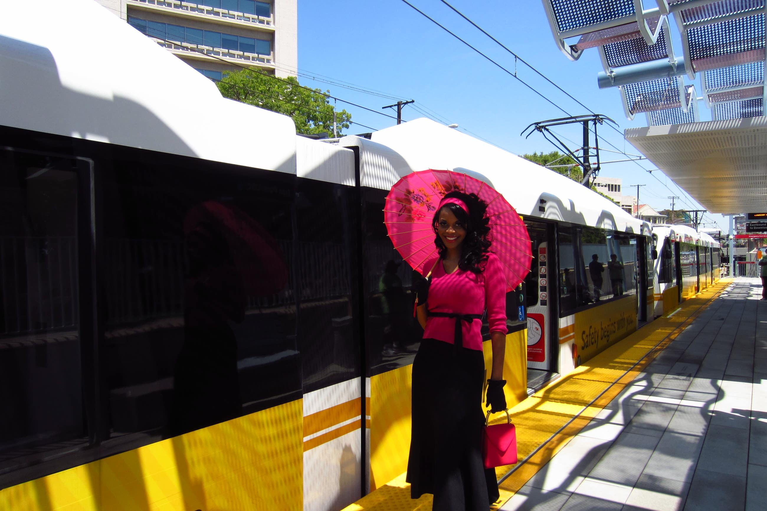 Metro Expo Line Girl