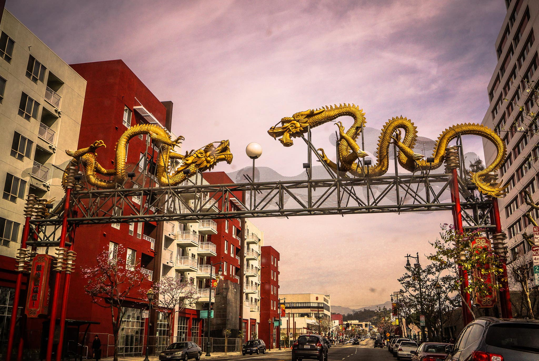 Twin Dragon Gateway in Chinatown | Photo: Chains of Pace, Discover Los Angeles Flickr Pool