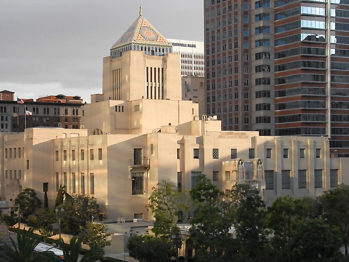 Los Angeles Central Library The Story Of An L A Icon Discover Los Angeles
