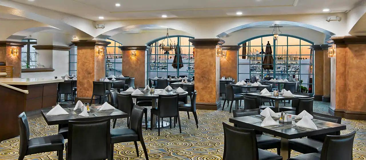 2800 Kitchen & Lounge at DoubleTree by Hilton Hotel San Pedro - Port of Los Angeles