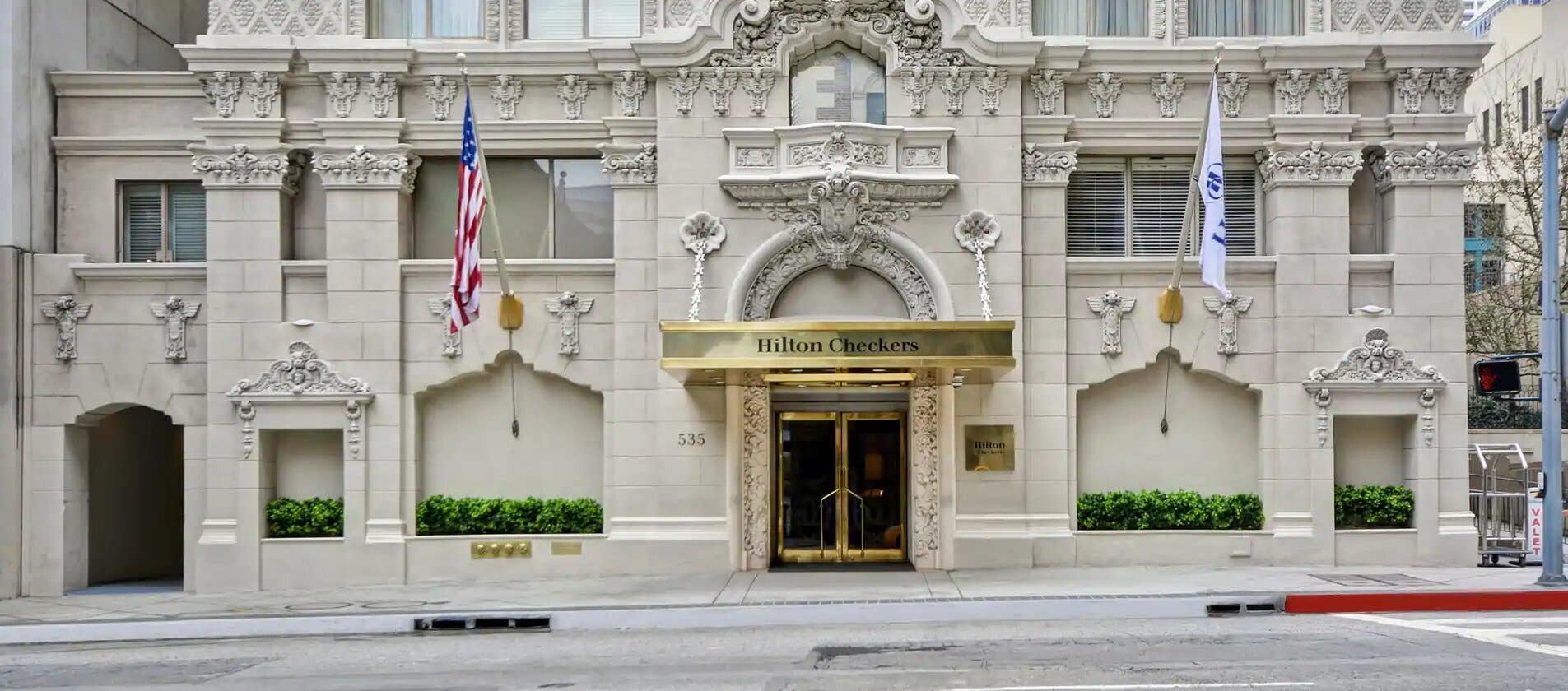 Hilton Checkers Los Angeles front entrance