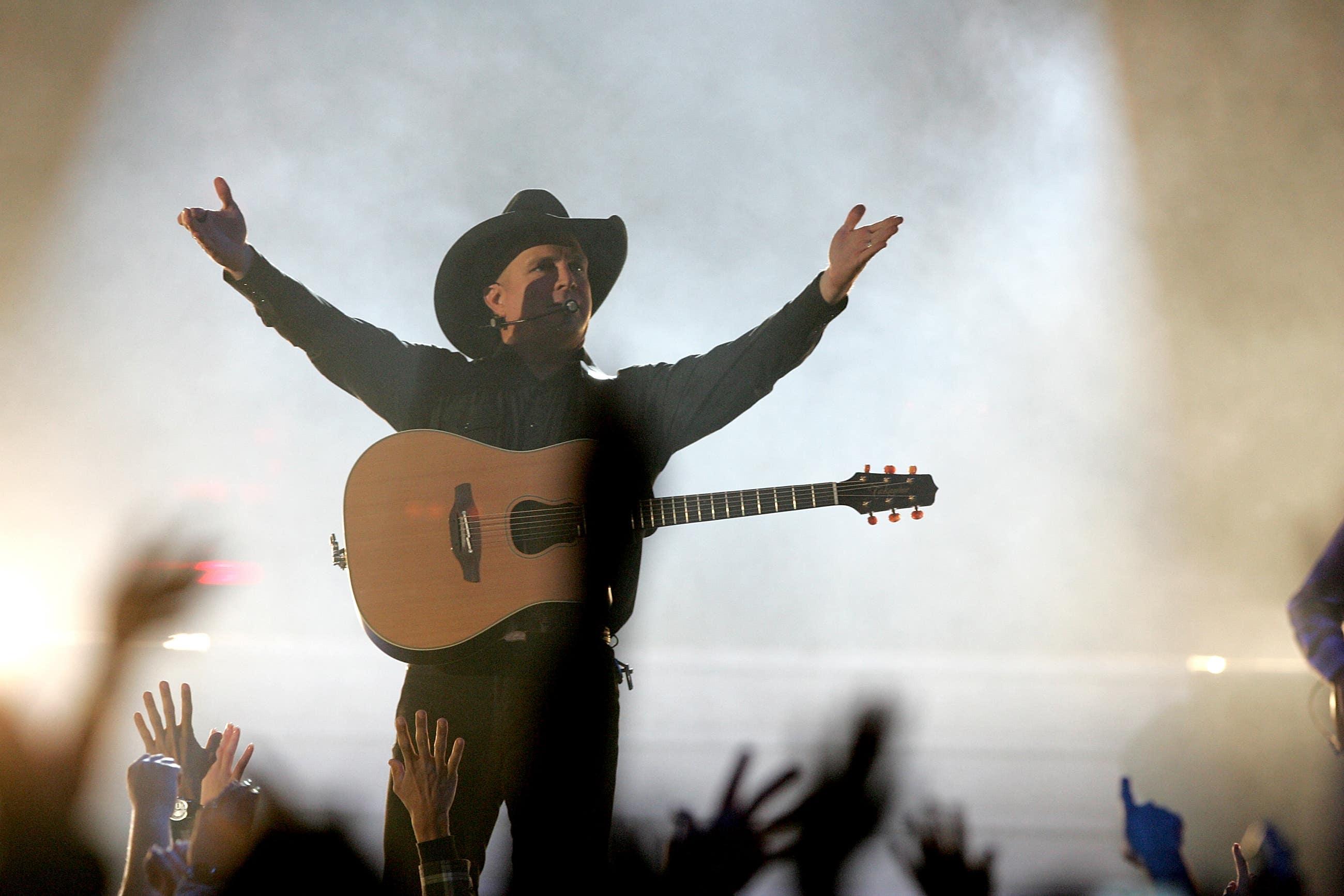 Garth Brooks on stage at STAPLES Center