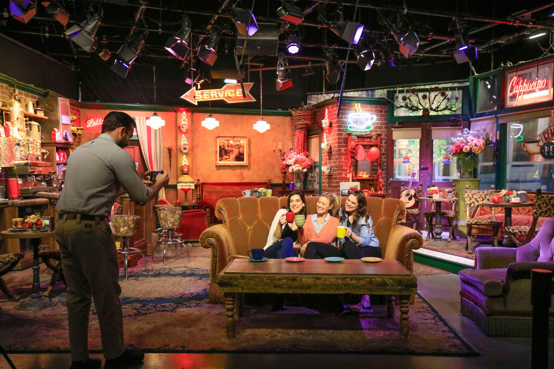 Follow In The Footsteps Of Your Favorite Stars At Warner Bros Studio Tour Hollywood Discover Los Angeles