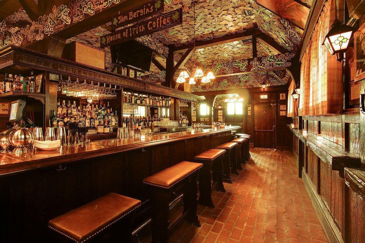 Bar and interior of Tom Bergin's