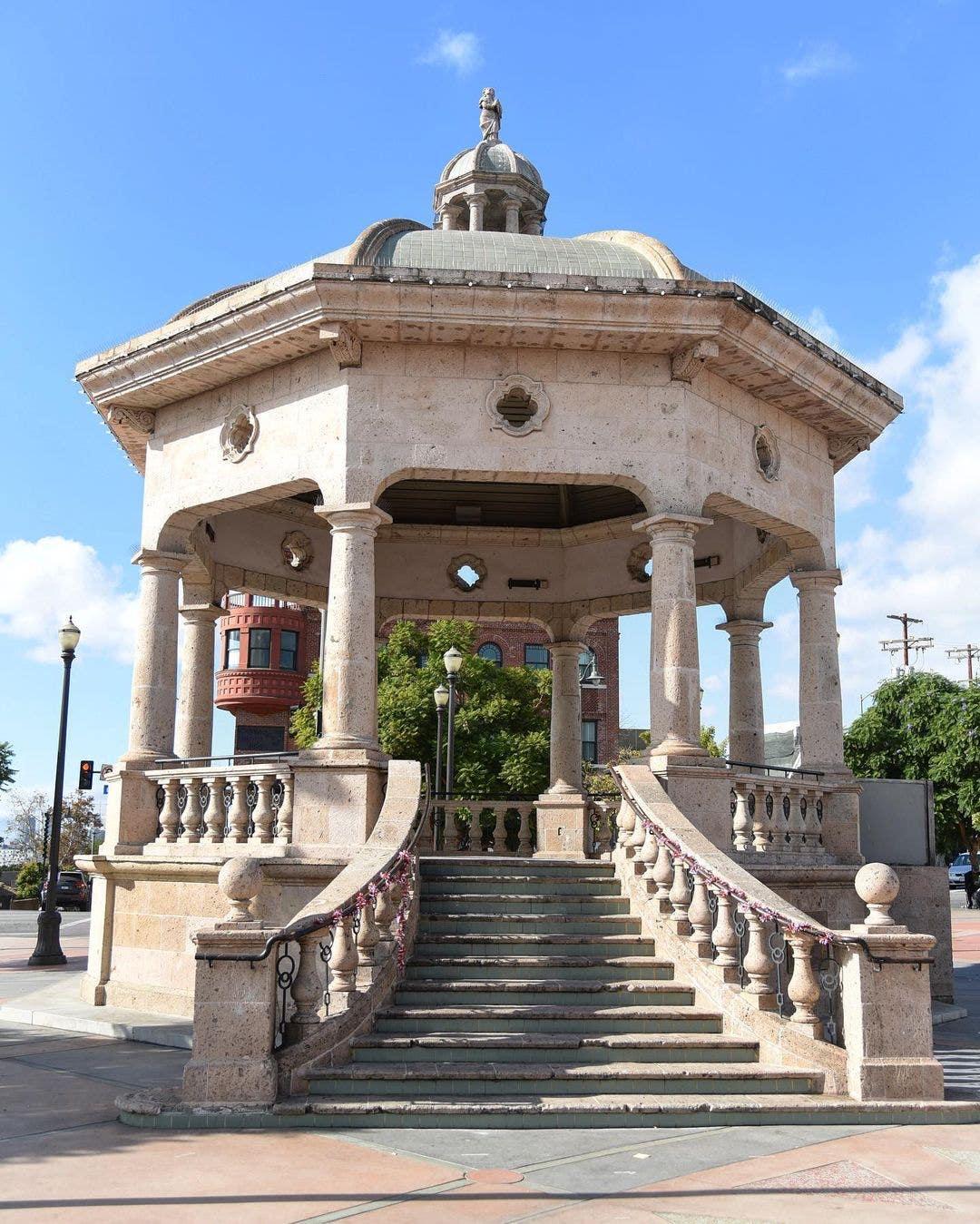 Mariachi Plaza 2020