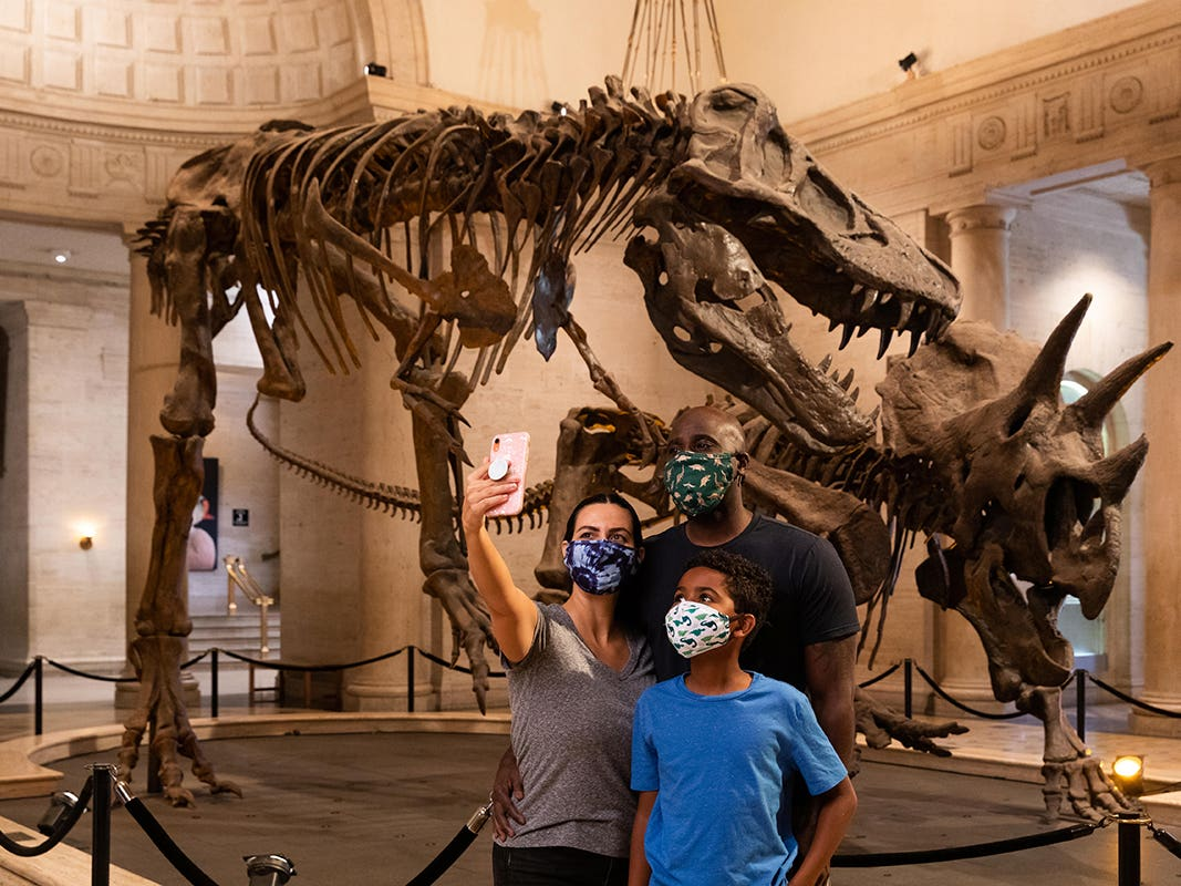 Family in front of dinosaurs at the Natural History Museum of Los Angeles County