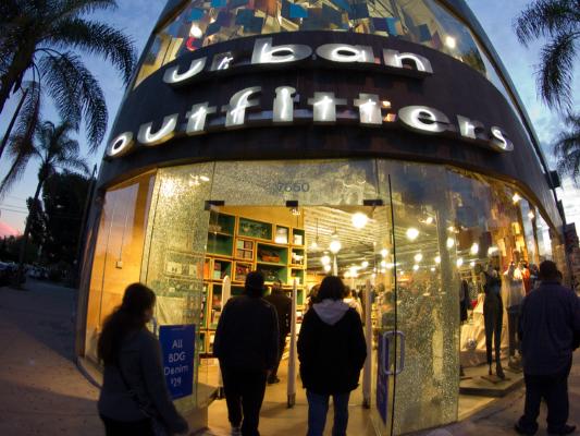 Main image for article titled Los Mejores Lugares Para ir de Compras con las Celebridades en Los Ángeles