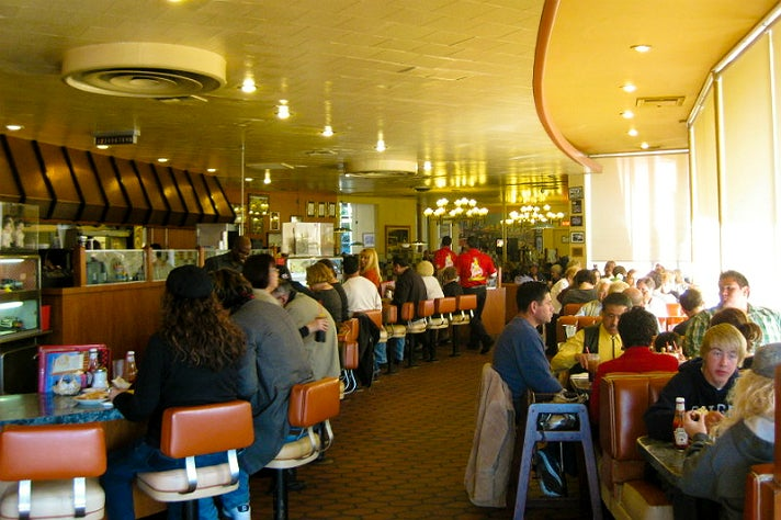 Restaurant Interior Show : Go on location the best movies tv shows starring los