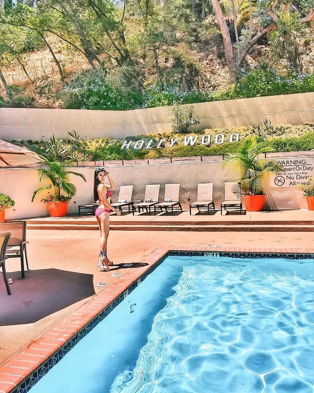 Poolside at the Hilton Garden Inn Los Angeles/Hollywood | Instagram by @thedreamybunny