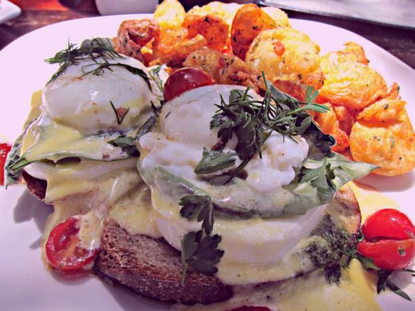 Club Benedict at Lakeside Restaurant & Lounge | Photo by Karen Young