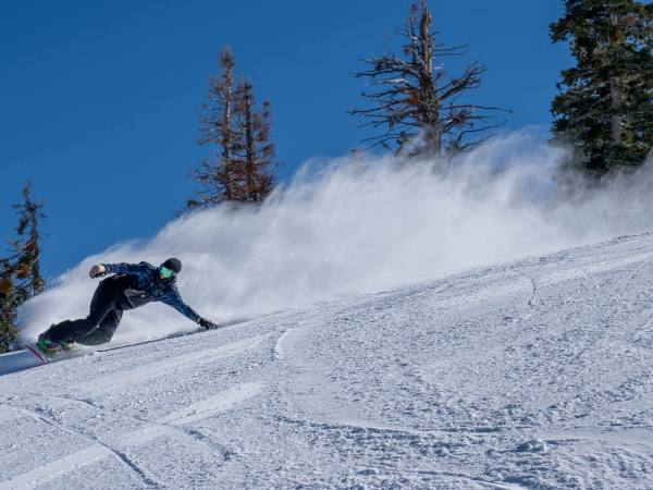 Snowboarder on a downhill run at Mountain High