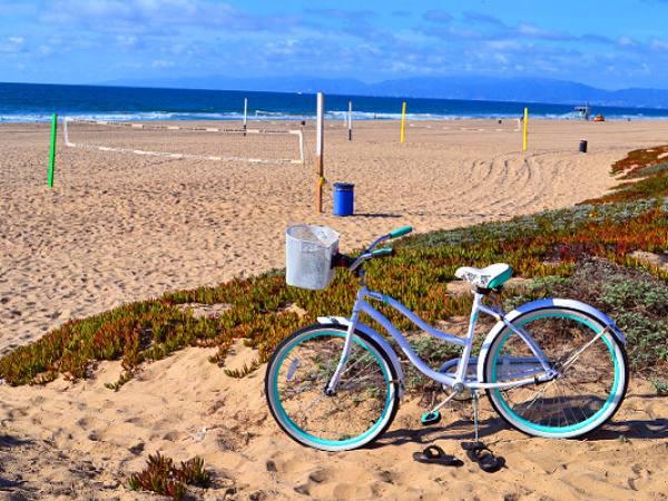 Main image for article titled Las Playas de Los Ángeles en Bicicleta, Parte 2: de Playa del Rey a Playa Torrance