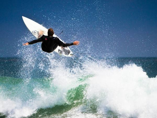 Main image for article titled En Dónde Surfear en Los Ángeles