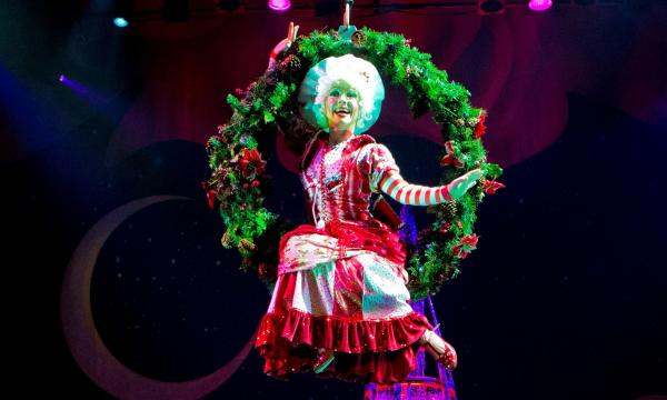 Main image for event titled Cirque Dreams Holidaze (Touring)