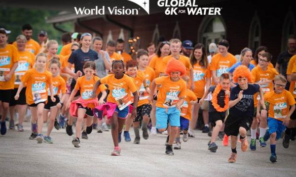 Walkers and runners a the Global 6k for Water