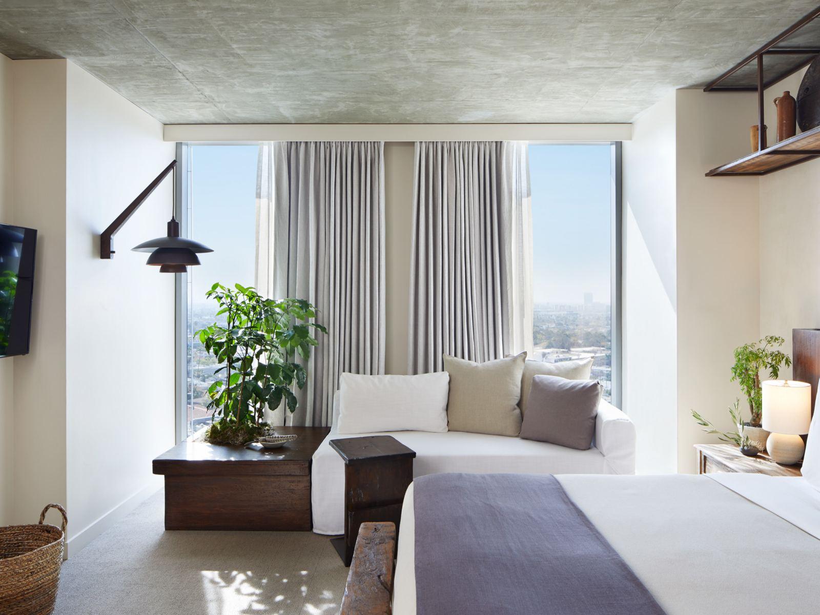 Skyline King Guestroom