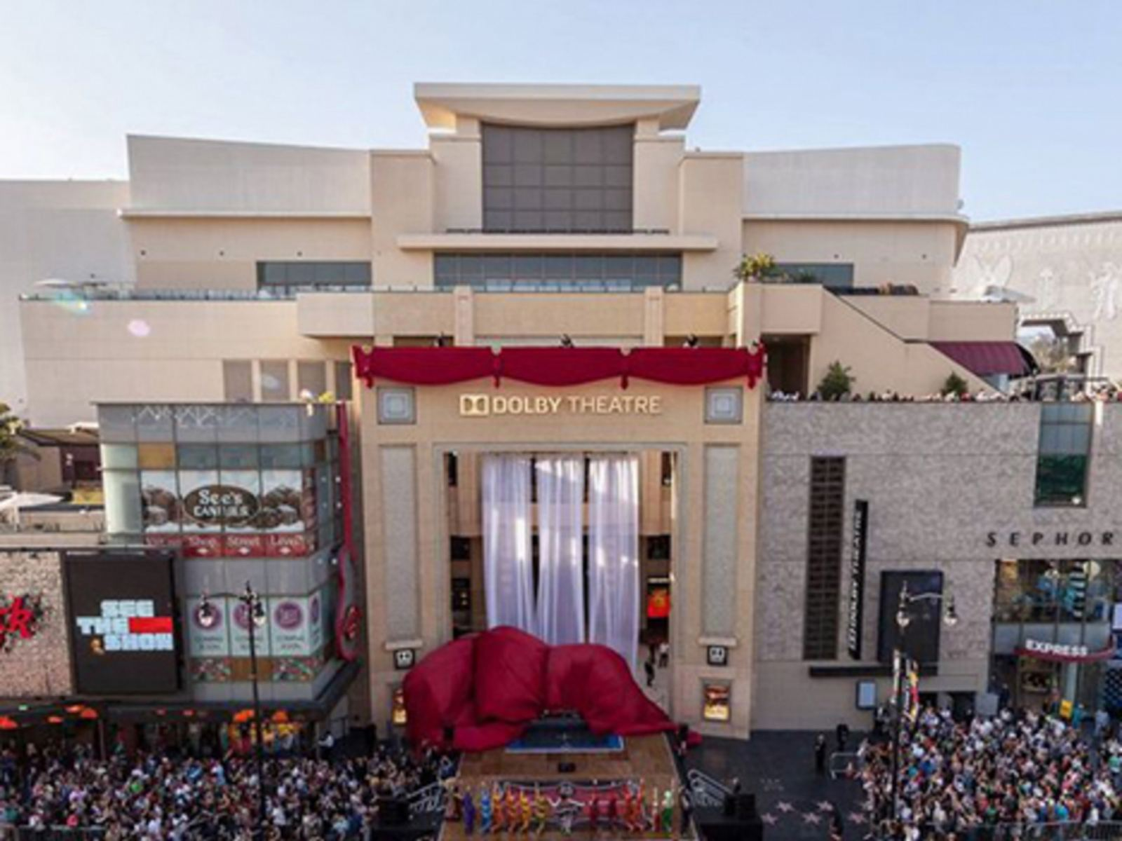 Dolby Theatre outside