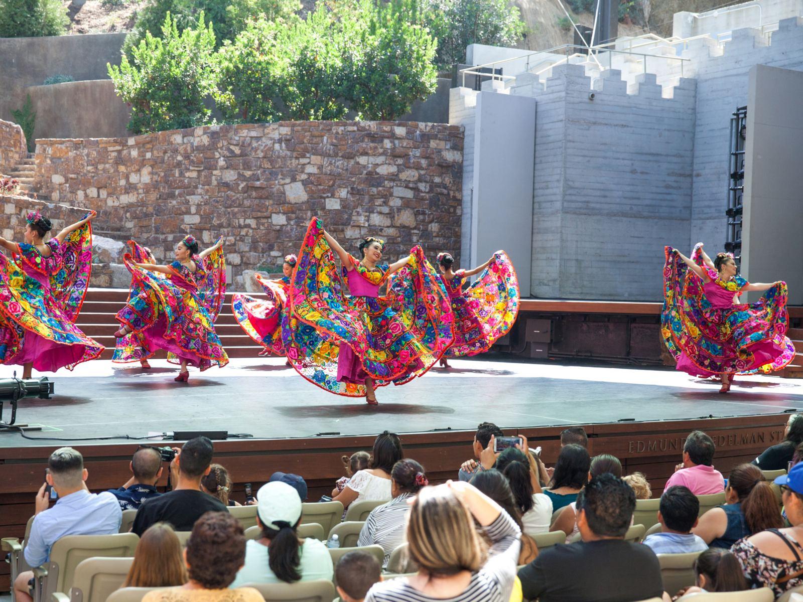 Grandeza-Mexicana-by-Gennia-Cui-1920x1440