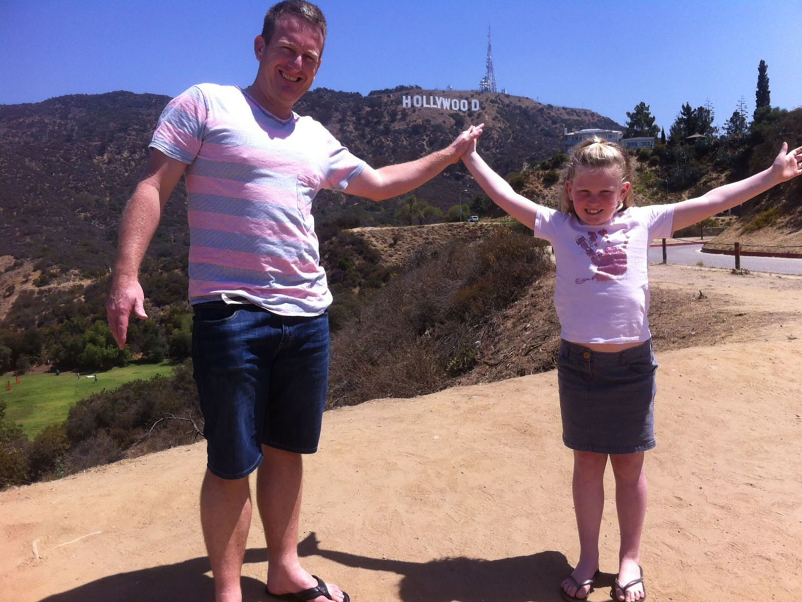Dad-and-Daughter-Hollywood-Sign-LATCB