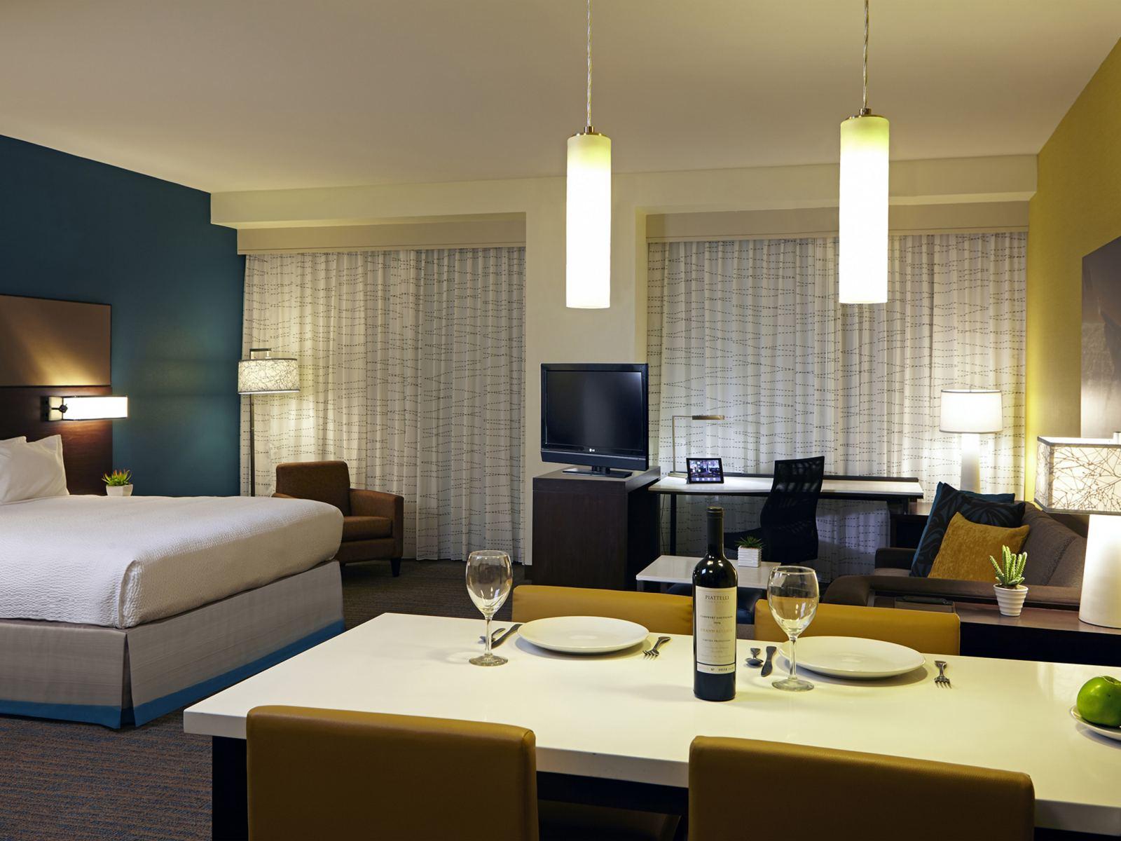 1-LAXAX---Standard-King-Suite