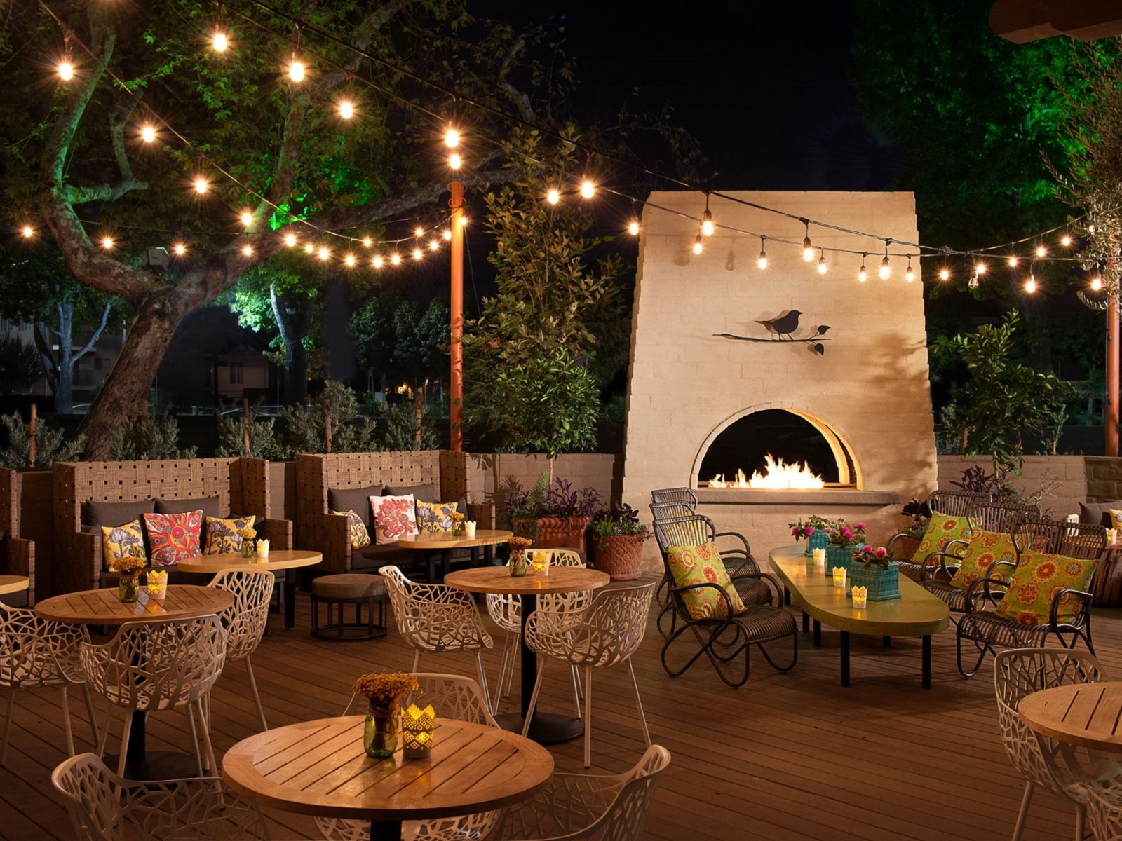 The-Front-Yard-Patio-Night-LATCB