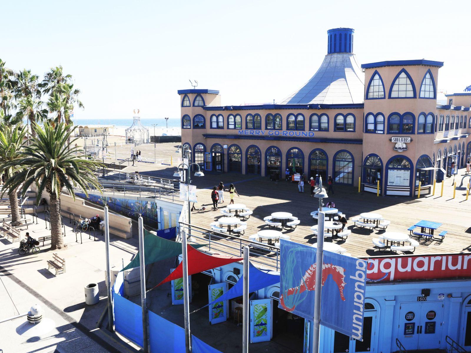Santa Monica Beach Pier   |  Photo: Yuri Hasegawa