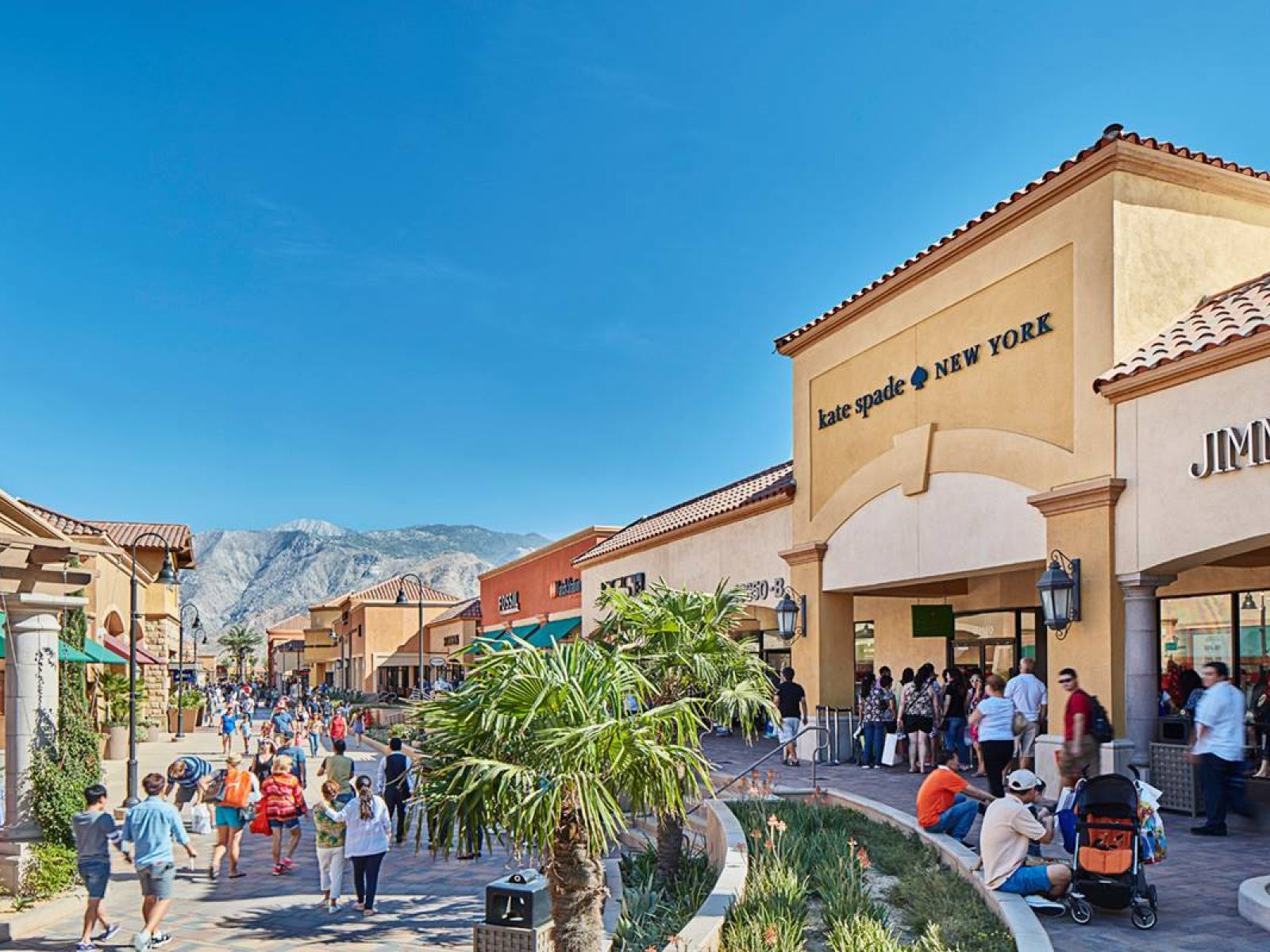 becdaaaf4 Photo  Desert Hills Premium Outlets