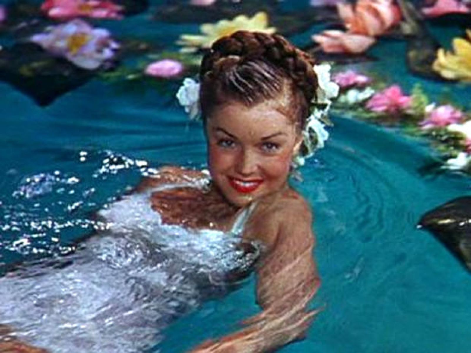 Esther Williams: The Swimming Queen of the Silver Screen ...