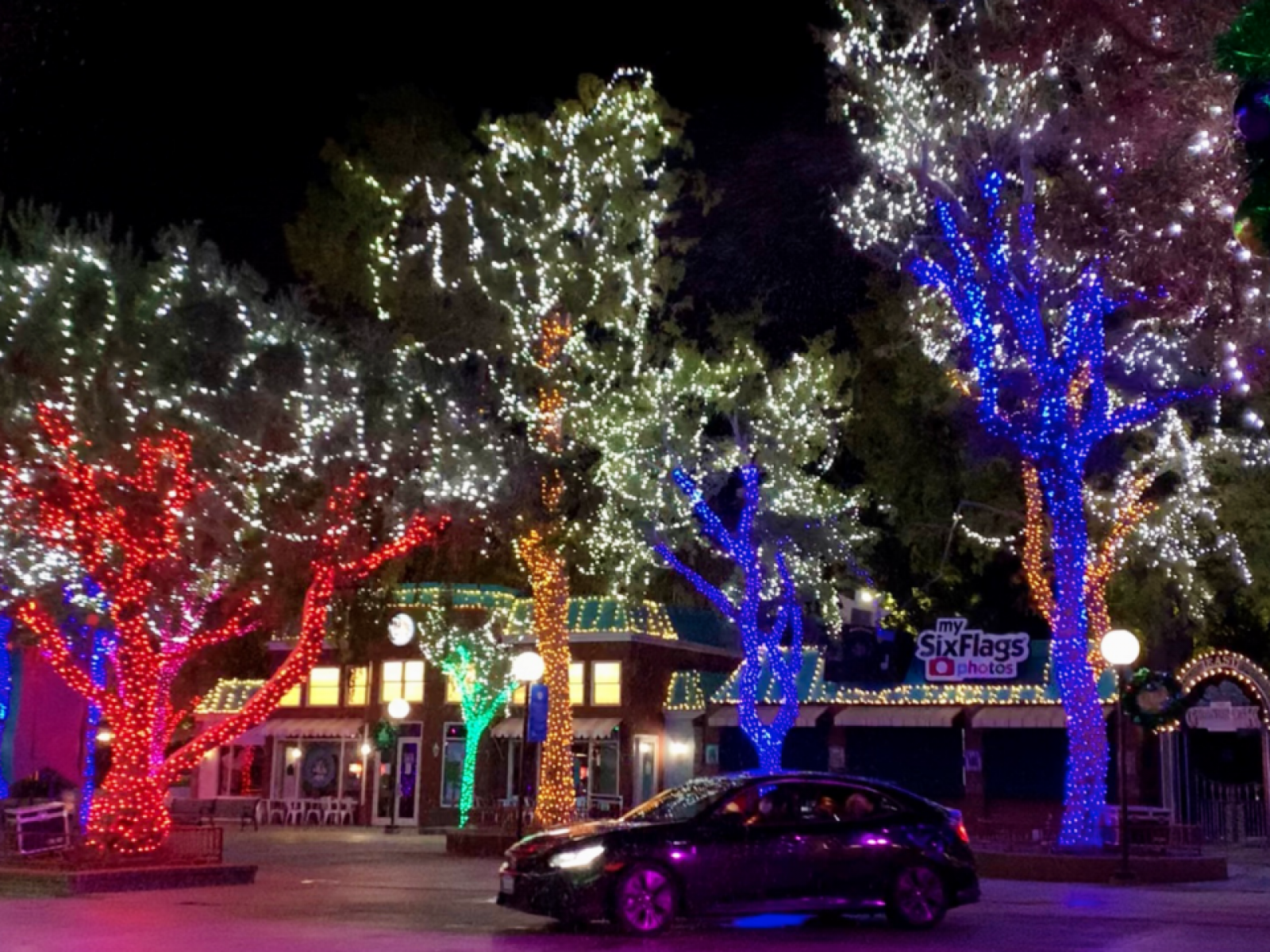 Six Flags Holiday 2020