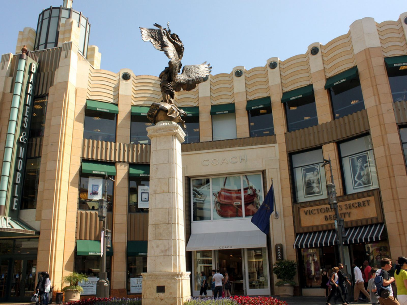 Main image for article titled Compras em Los Angeles: The Grove