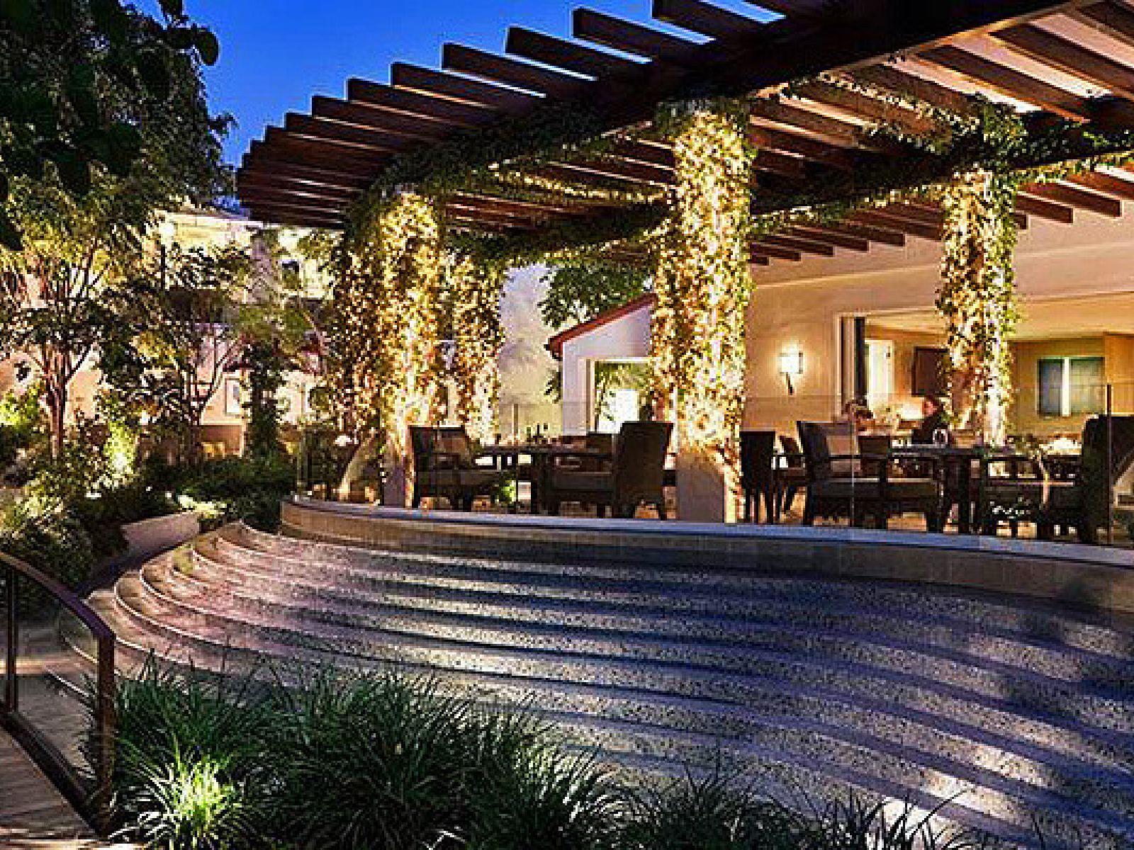 Main image for guide titled Restaurantes para Cenar con las Estrellas en Los Ángeles