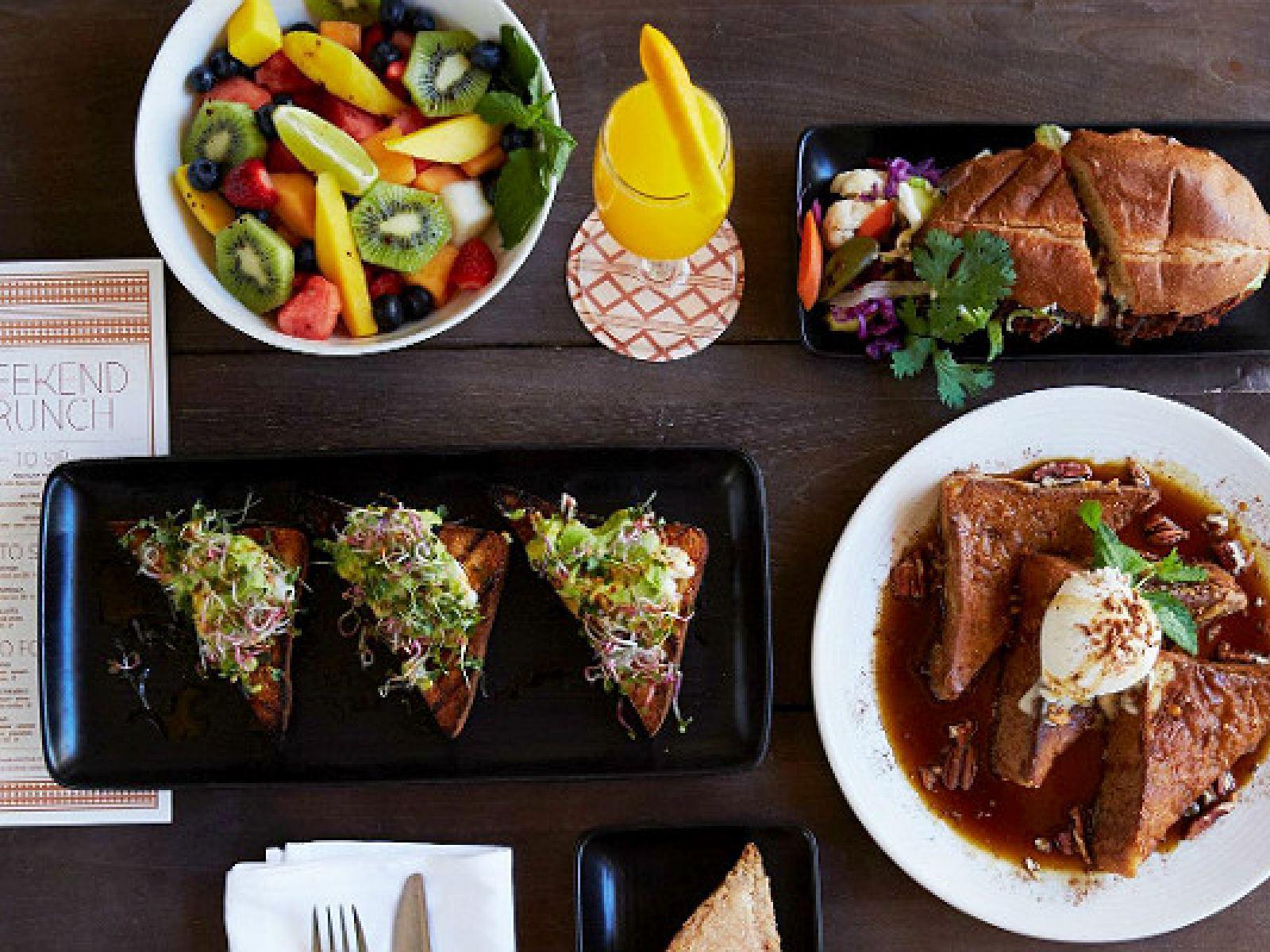 Main image for guide titled Los Mejores Restaurantes Veganos en Los Ángeles
