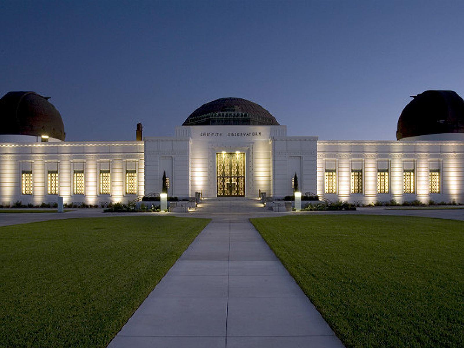 Main image for article titled El Observatorio Griffith: La Historia de un Ícono de Los Ángeles