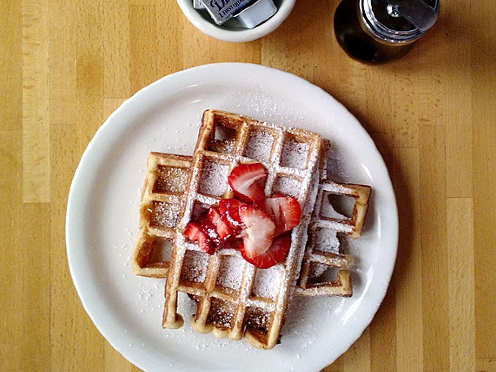 Hickory maple waffle en The Peach Café