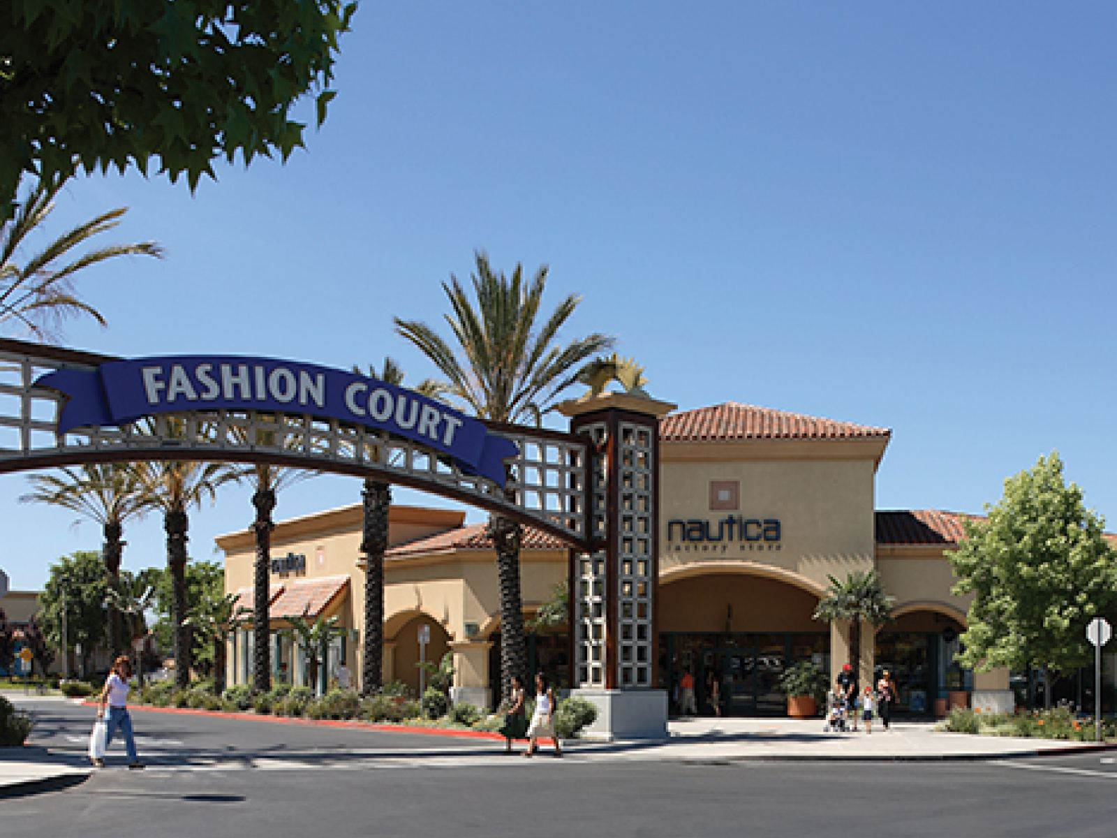 Main image for article titled Compras em Los Angeles: Camarillo Premium Outlets
