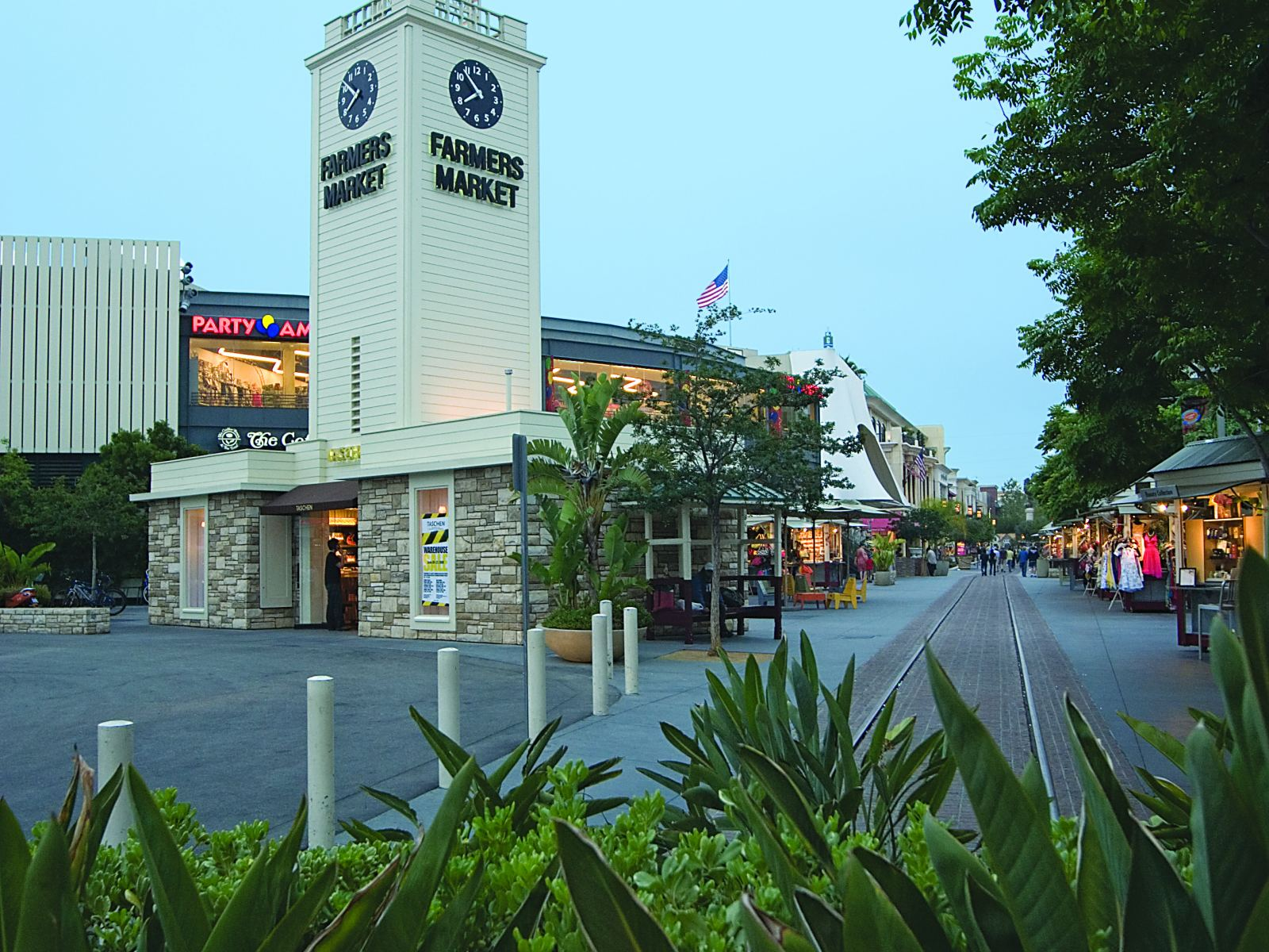 Main image for article titled Compras em Los Angeles: The Original Farmers Market