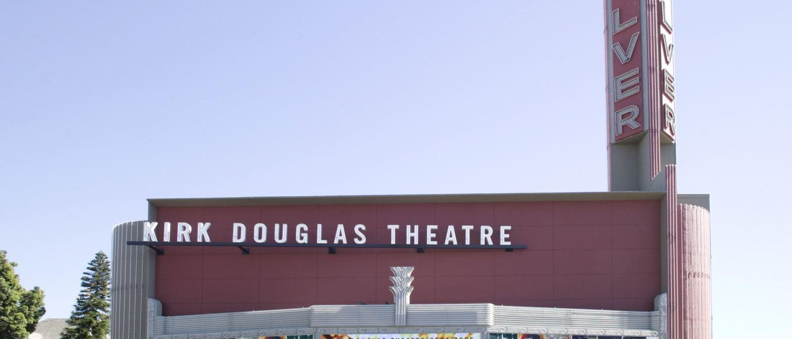 Douglas-Exterior-9-DT562