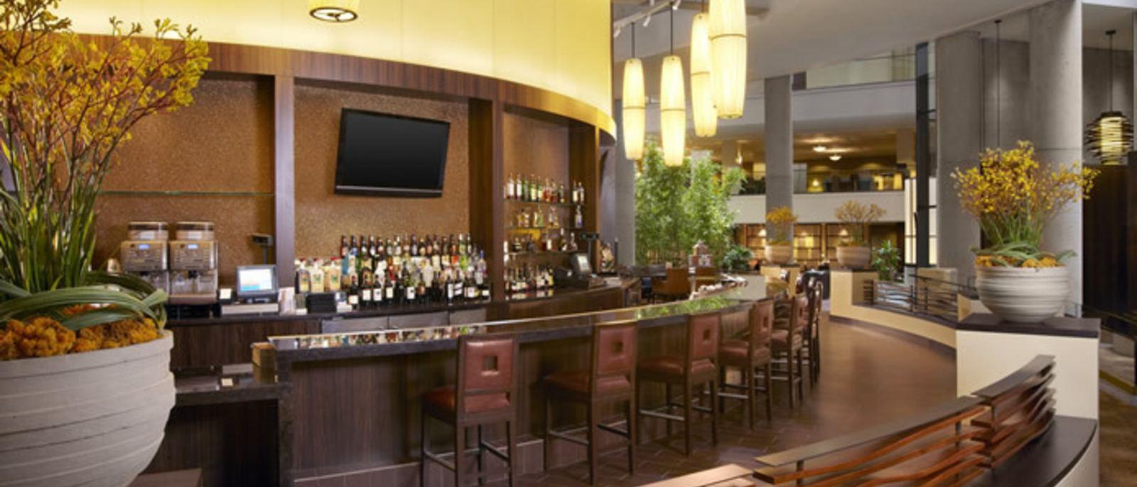 Lobby Court Bar - Westin Bonaventure