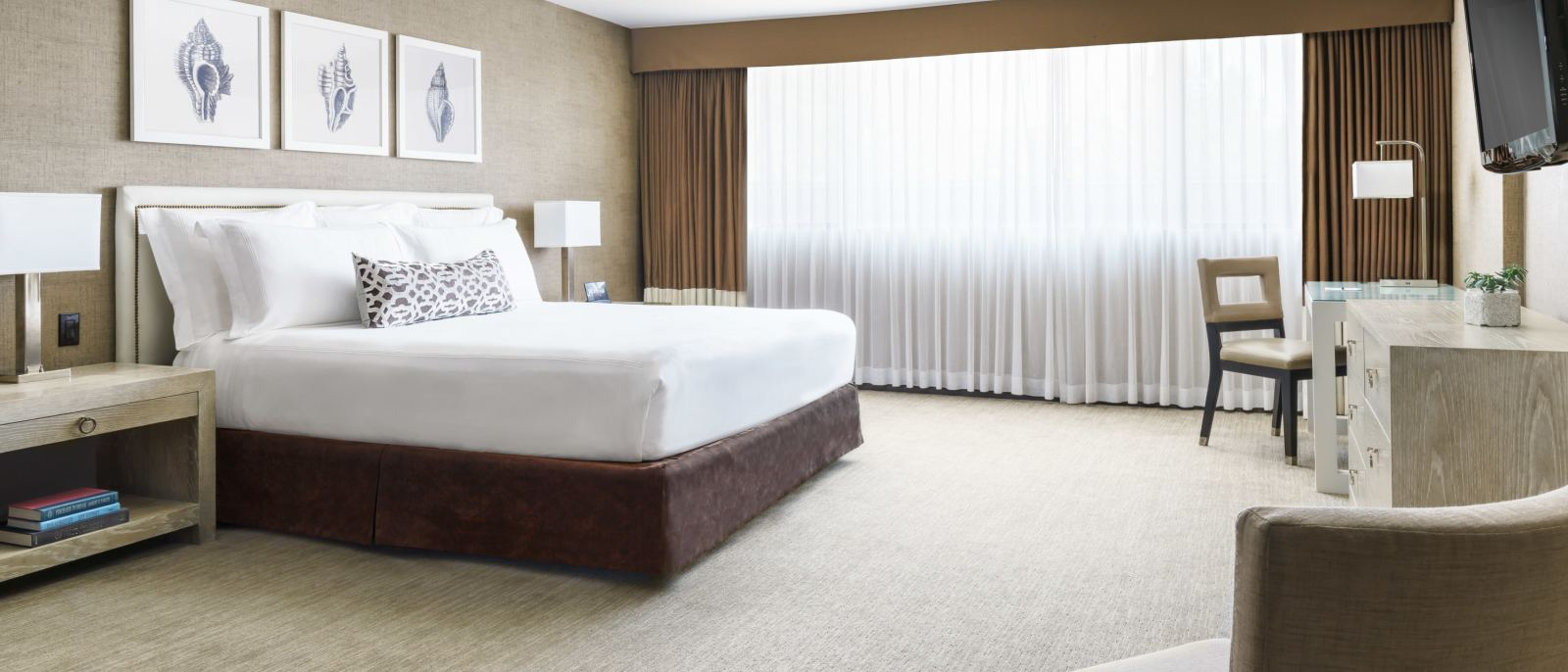 Spacious Guest Rooms in Los Angeles
