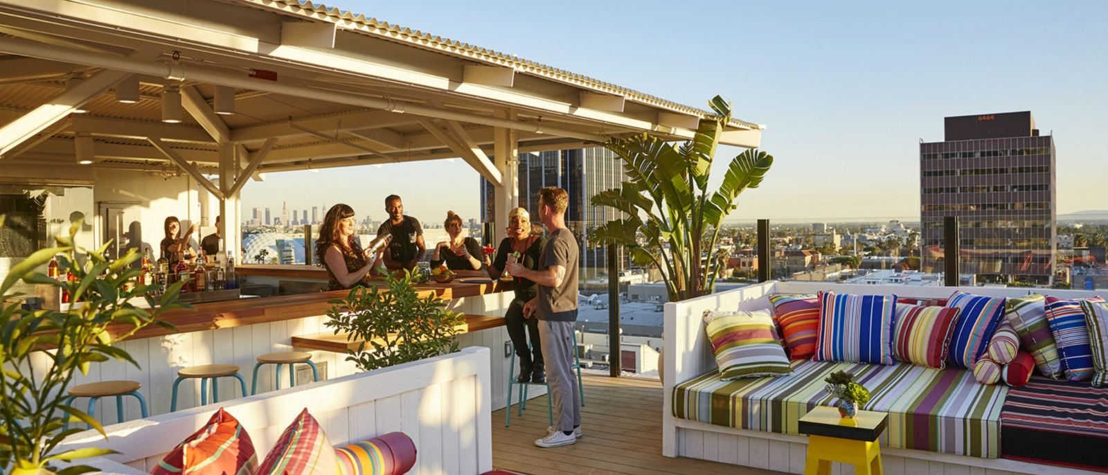 Rooftop-Daybeds-Bar---MAMA-LA