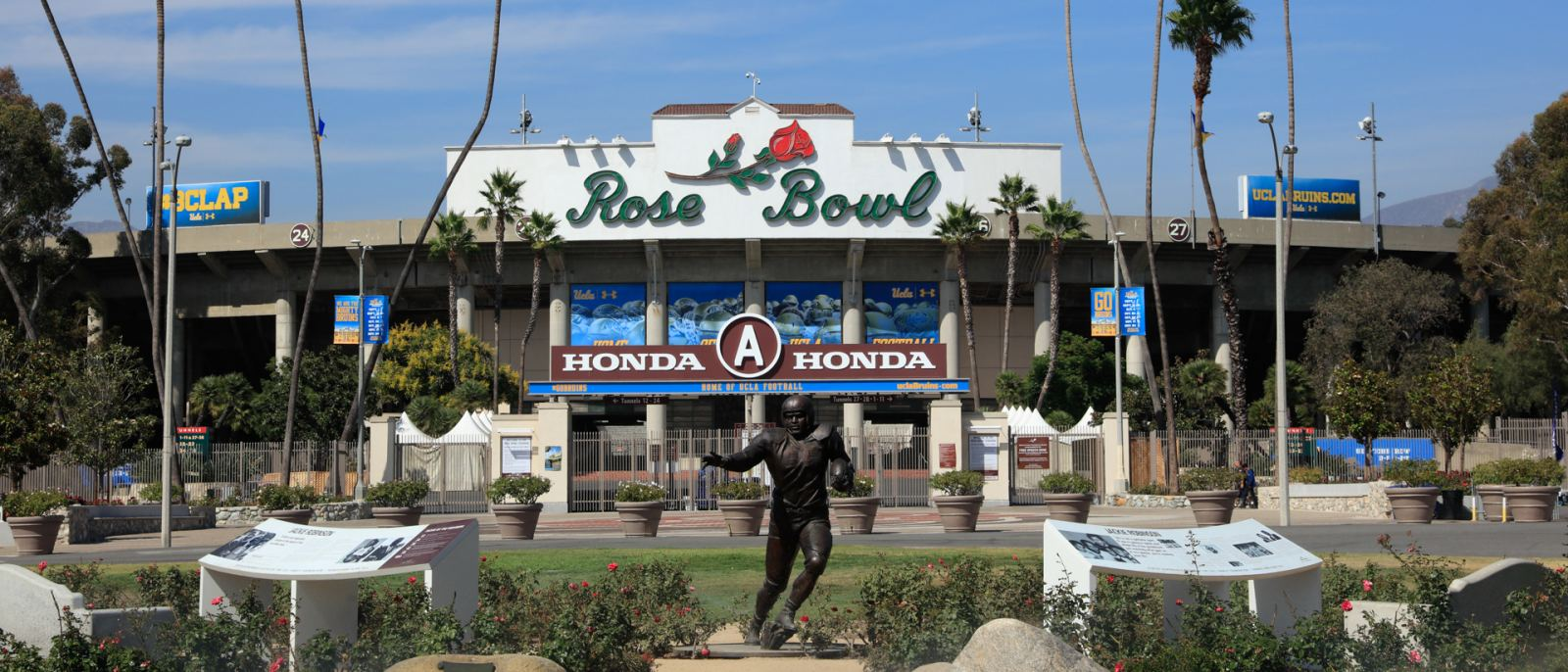 Jackie Robinson statue outside Rose Bowl Stadium   |  Photo: Yuri Hasegawa